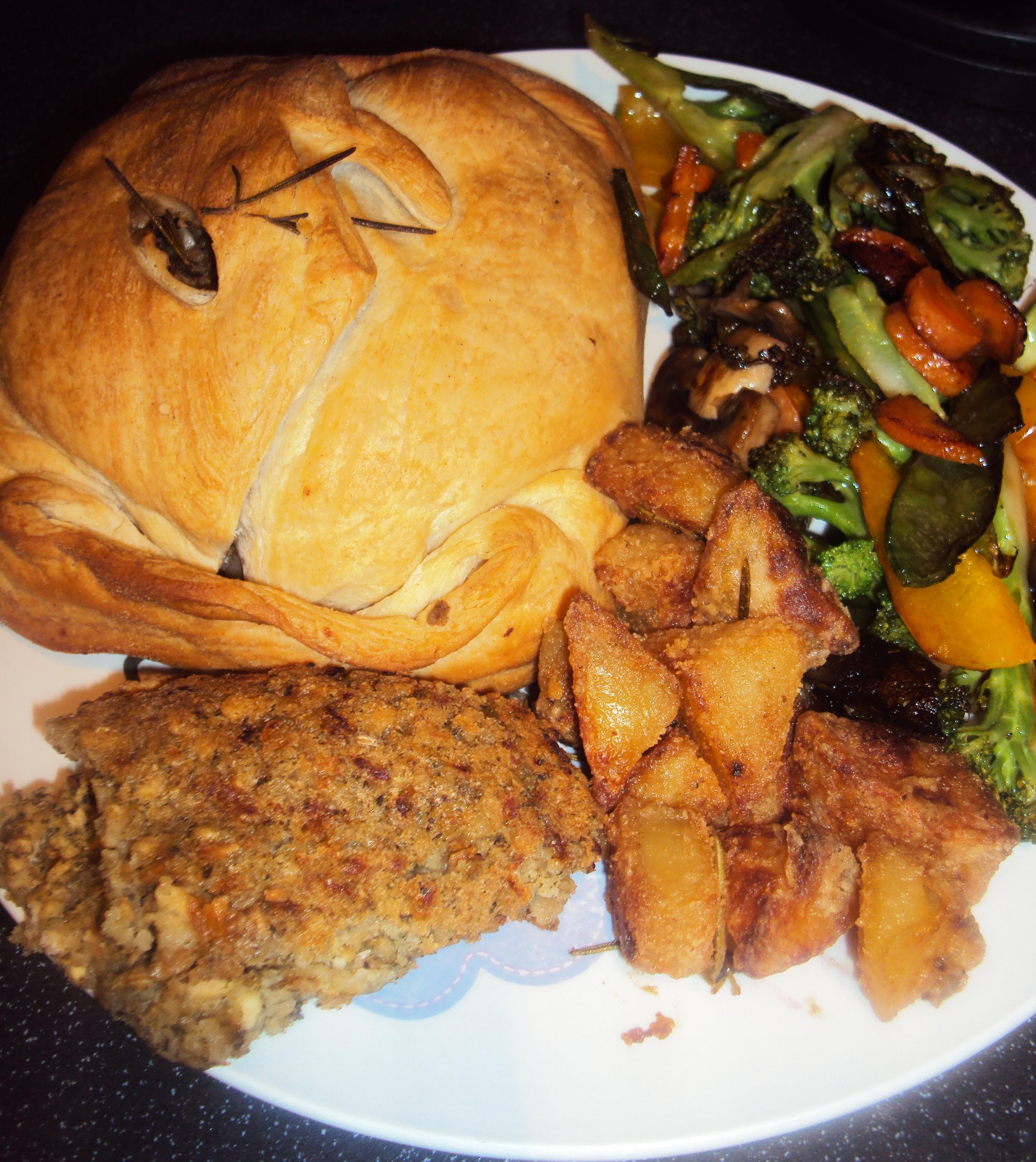 Quick and Easy Vegan Mushroom Wellington Roast Dinner ...